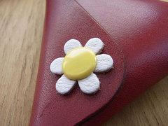 花をあしらったスナップの色はいろいろなパターンで作れます