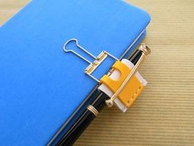 手帳の色とコーディネートできるカラフルクリップペンホルダー