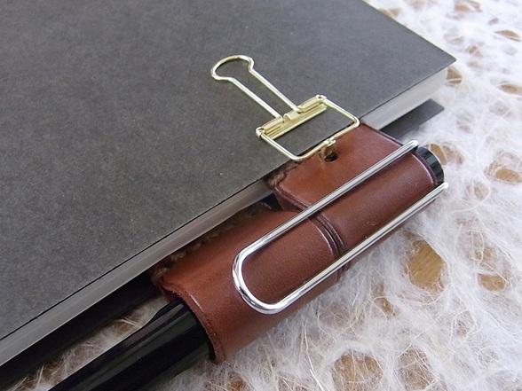 新製品「カンヌ」脱着可能なカンヌキ式のクリップペンホルダー