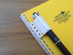 ツイストリングノート用革製ペンホルダー