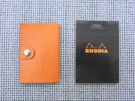 札カバーとRHODIA No11の大きさ比較