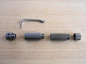 ペン型アロマディフューザーを分解。2種類のアロマを入れ替え可能な構造