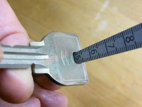 テーパーゲージで鍵の穴の大きさを測る