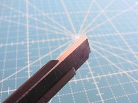セットされているのは職専刃。普通のカッター刃より刃付けしてある部分の幅が広い
