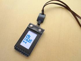ネックストラップを装着。リールコードをつけるとさらに使いやすくなる
