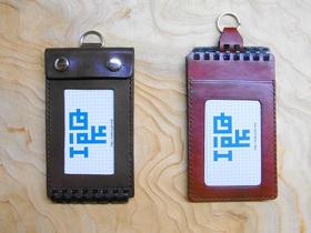 イツデモメモ(左)とツイストリングノートメモ+IDカードホルダー1.0(右)