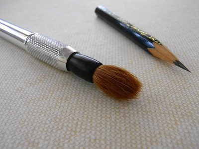 ミニ筆ストラップを鉛筆補助軸にセット