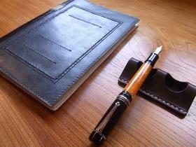 革のペン置き 2本用(こげ茶)