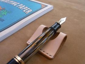 革のペン置き 1本用(生成)