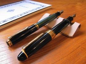 革のペン置き 2本用(生成)