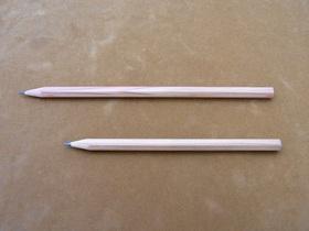 上の鉛筆がフルサイズ。下の鉛筆くらいの長さになると使える