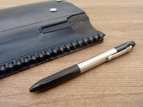 ペンホルダーには普段使いのペンを入れる