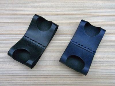 色はブラック(左)とブルーブラック(右)の2種